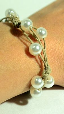 These Peas Taste Funny: Jewelry We have the big hole pearls to make this great bracelet.