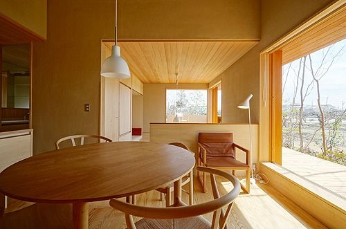 くらしの家のインテリアをアップします。 写真:塚本浩史(アドブレイン)  フルオープンできる木製サッシュでありながら、C値:0、2の高気密の住宅。 ...