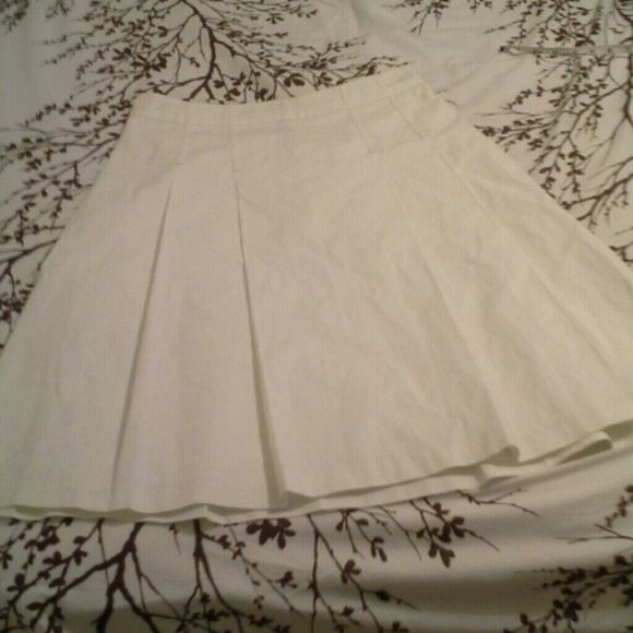 FLASH SALE: White pleated skirt Very versatile. Waist about 14.5 in across. Length about 24 in. GAP Skirts