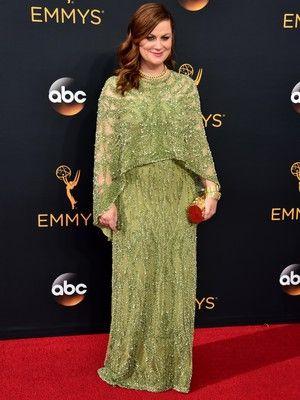 Amy Poehler Pakai Gaun Cantik yang Baru Dipamerkan di NYFW Ini ke Emmy Awards