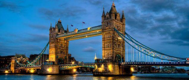 Biglietti: http://shop.vivilondra.it/attrazioni-londra-biglietti/tower-bridge Inclusa nel London Pass:  http://www.vivilondra.it/LondonPass.html  Anche chi non è mai stato a Londra conosce il Tower Bridge, uno dei ponti più imponenti al mondo, diventato uno dei simboli della capitale inglese. Il Tower Bridge fu costruito come alternativa al London Bridge (all'epoca unica via per attraversare il Tamigi) e dal 1894 fa parte dello skyline di Londra.