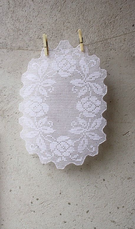 Oval white filet doily with floral pattern crochet by aCasaMia, €45.00