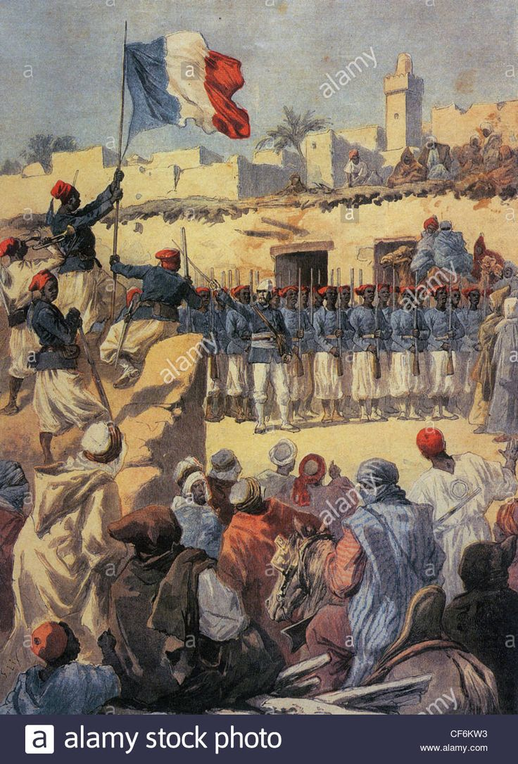 TIMBUKTU 1894 Senegalese riflemen (tirailleurs) commanded by a French officer watch the French tricolour flag raised Stock Photo