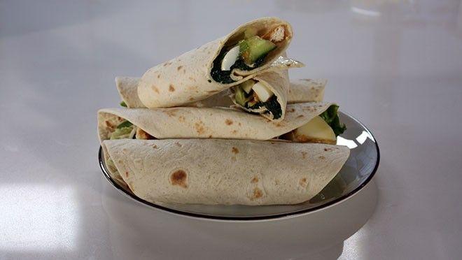 e knoflook. Verhit pan met een beetje olie en fruit de knoflook, voeg de spinazie toe en bak tot deze geslonken is. Breng de spinazie op smaak met een...