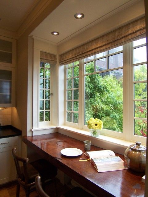 traditional-kitchen-big-table-windowsill
