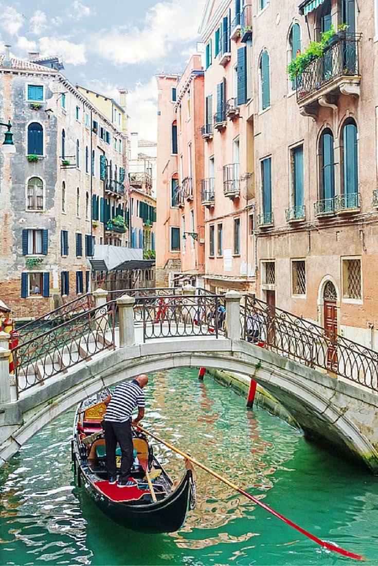 Vanuit de gondel kijk je naar de stad met je lief naast je, daarna ga je even een ijsje eten op het San Marcoplein en hand in hand loop je door de romantische straten, Venetië! Word er ook verliefd op!