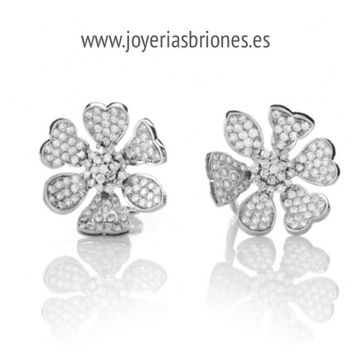 Pendientes flor en oro blanco y diamantes.