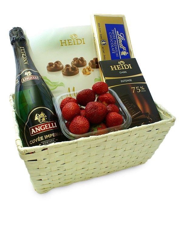 Cos cadou cu sampanie, fructe si ciocolata Sarbatoriti aniversarea Dvs. alaturi de cosul cadou cu sampanie si ciocolata.