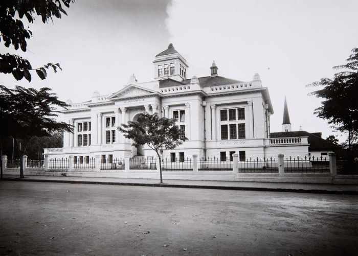Javasche Bank now Bank Indonesia on Jalan Braga built around 1915 by Hulswit-Fermont, Batavia and Cuypers, Amsterdam