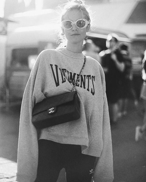 Perfect slouchy look! #chanel #vetements #casualcool