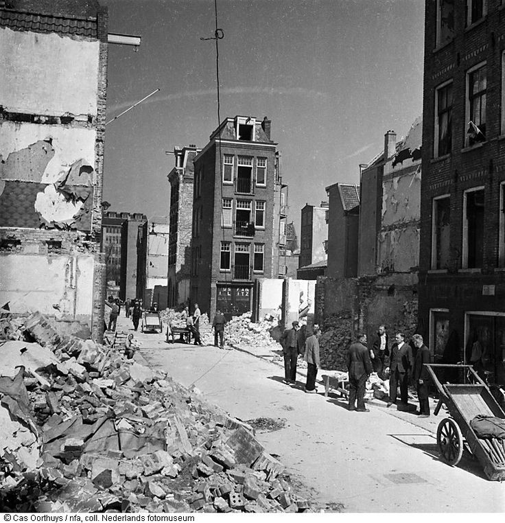Amsterdam May 1945. Remnants of homes in the Jewish Quarter in Amsterdam. Photo Nederland Fotomuseum / Cas Oorthuys #amsterdam #worldwar2