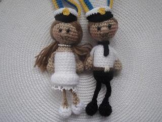 Crocheted Boy and Girl Swedish Graduate Amigurumi - FREE Crochet Pattern and Tutorial by Brittas Ami