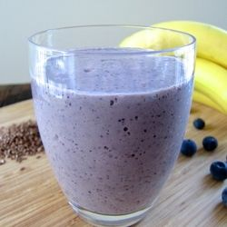 Blueberry Banana Flaxseed Smoothie + information about why flaxseed is so good for you.