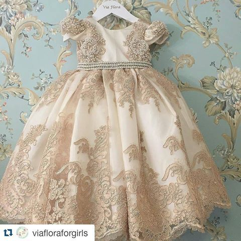 #Repost @viafloraforgirls with @repostapp @bebes.de.luxo Para uma princesa, muito #divo!!! ・・・ Pode colocar na moldura? ❤️ #niverdemenina #vestidodemenina #festadeprincesa #festademenina #vestidodeprincesa #viafloraforgirls #firstbirthday #minidress #modaparameninas #princessdress