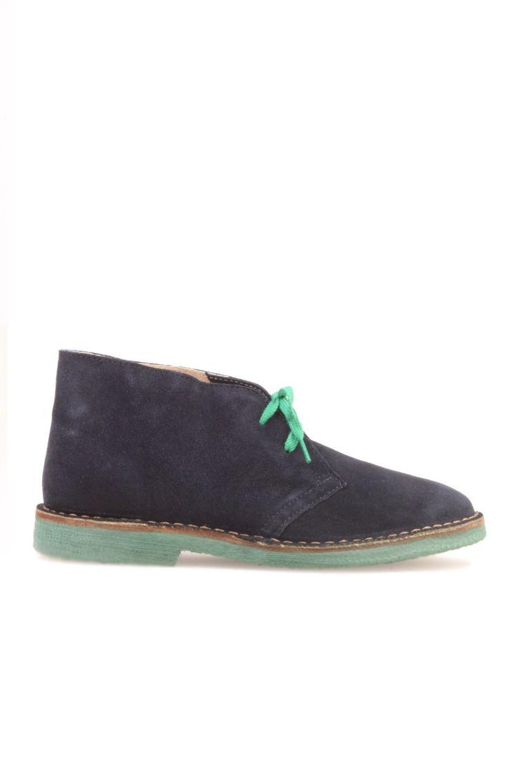 Deze Italiaanse dessert boots van Wally Walker zijn gemaakt van leer. De schoen heeft een groene zool en hak. Artikelnummer: 2050 890