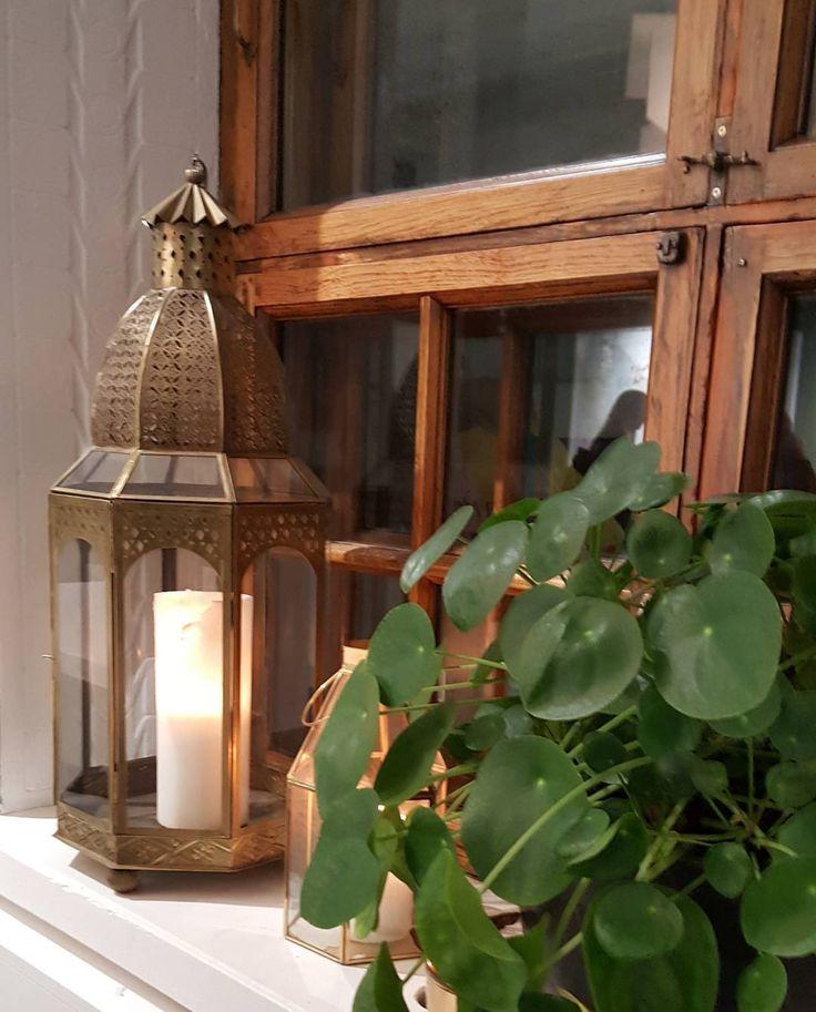 Suloista sunnuntaita - have a nice Sunday   @grundlage.fi :ssä osataan toivottaa vieraat tervetulleiksi valonkin avulla  #kynttilänliekki #candlelight #kynttilalyhty #decoinspiration #decoration #sisustus #sundaypic #valoapimeyteen #lighttothedarkness #lifestyleblogger #nelkytplusblogit #åblogit #ladyofthemess