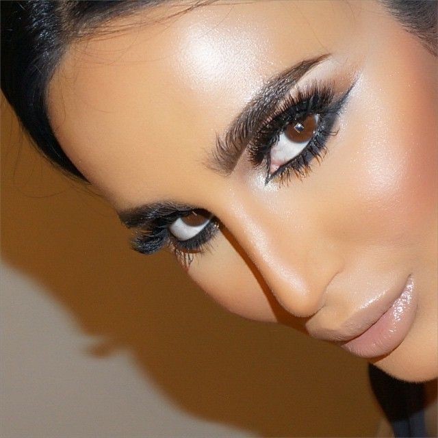 """""""Dramatic Middle-Eastern Makeup by UK Middle Eastern artist @lookamillion using @LillyLashes. Learn this look LIVE-ONLINE tonight from start to finish on…"""""""