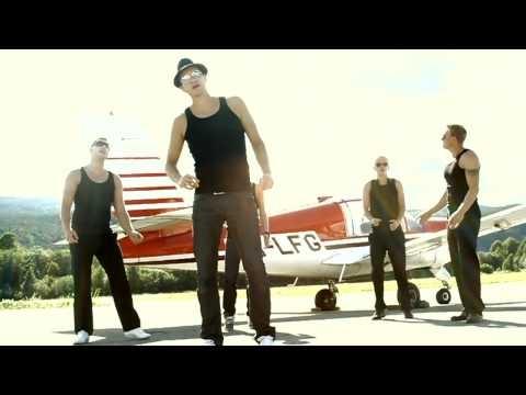 The New Backstreet Boys [HD] Utdrikkingslag litt uten om det vanlige! Ekstremt morsomt og enormt pinlig på samme tid :-) Dette blir uansett min første og absolutt siste opptreden! :-) hehe