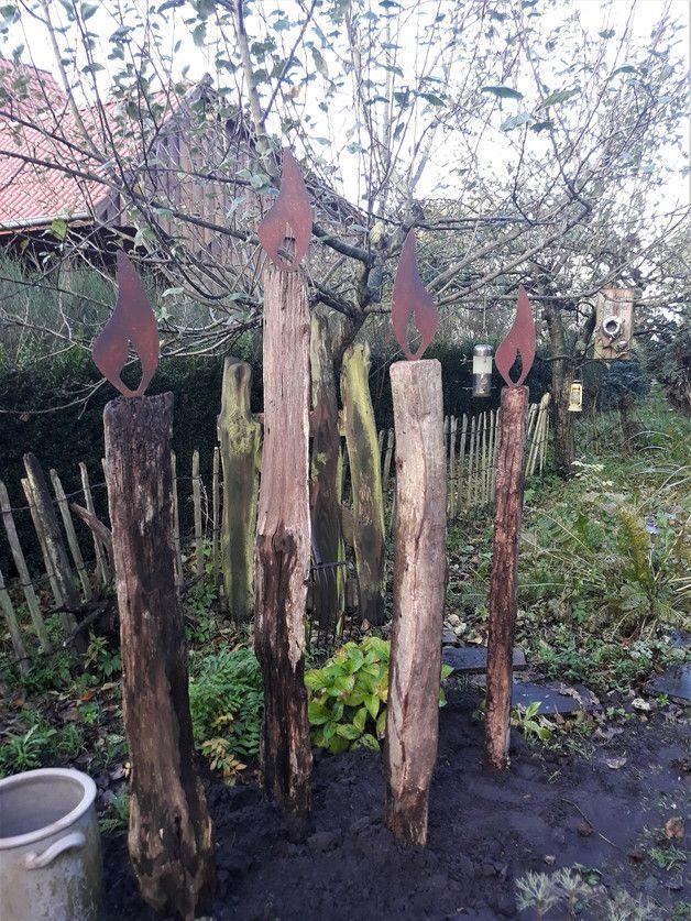 """Aus alten Eichen-Rickelpfählen habe ich anmutige Kerzen für den Garten kreiert. Diese Dekoration besticht durch ihre Schlichtheit.... und wird auf jeden Fall ein """" Hingucker """" in ihrem Garten..."""