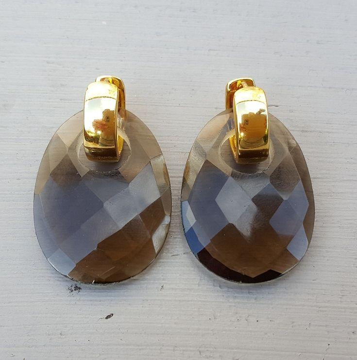 http://www.zilverenedelsteensieraden.nl/nl/webshop/zilveren-edelsteen-sieraden/zilveren-edelsteen-oorbellen/creolen-met-ovale-smokey-topaas-hanger-detail