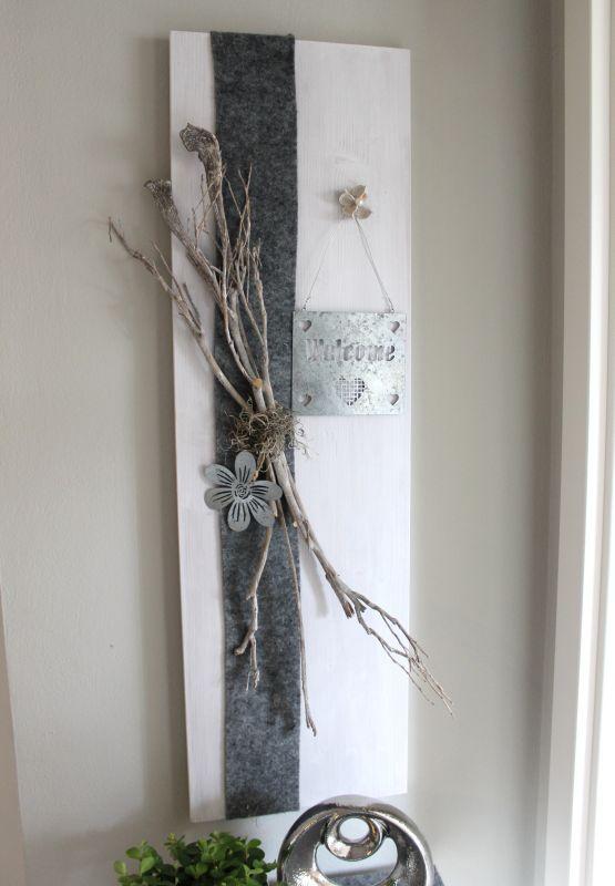Awesome WD u Holzbrett wei gebeizt dekoriert mit nat rlichen Materialien Filzband einem Metallschild Wele