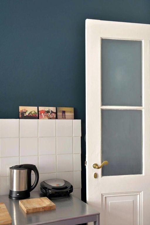 charmantes apartment mit dunkelblauer wand in berlin charlottenburg darkblue dunkelblau kche - Dunkelblaue Kche