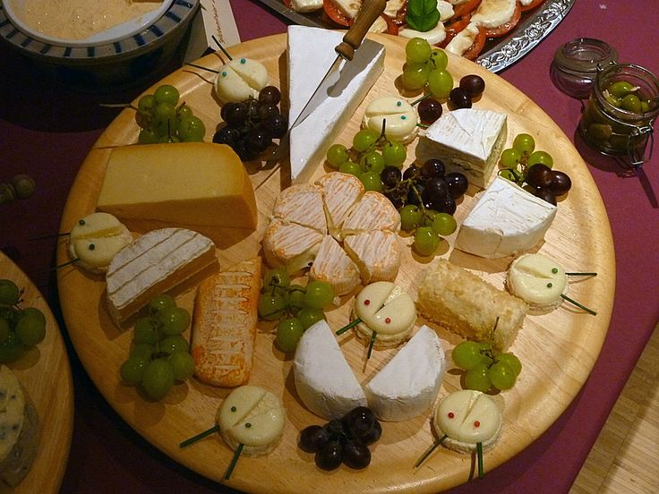 happy New Year 2014! A Cheese platter is great finger food for a party, and combined with grapes, figs and fresh bread it is better than chips and salsa.