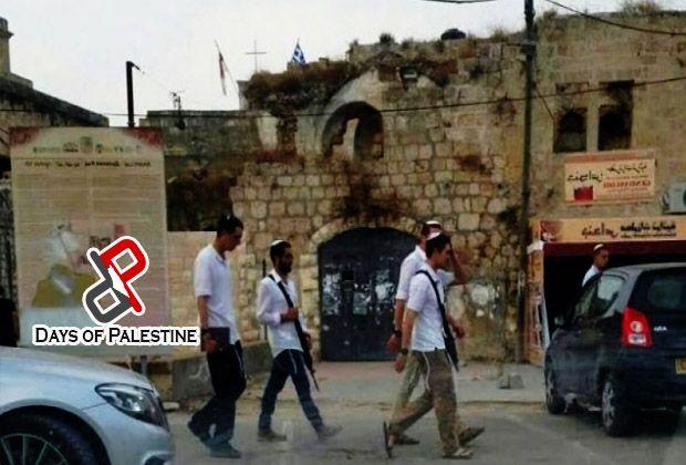 """""""Israel"""" mengubah rumah orang Palestina menjadi sinagog Yahudi  YERUSALEM (Arrahmah.com) - Otoritas pendudukan """"Israel"""" telah mengubah rumah tua milik warga Palestina di kota Al-Lod yang diduduki menjadi rumah ibadat Yahudi setelah dicurinya beberapa bulan yang lalu sebagaimana dilansir Days of Palestine Senin (21/11/2016).  Sebuah kelompok ekstremis Yahudi mencuri rumah tua tersebut yang dimiliki oleh keluarga Palestina yang terpaksa keluar dari rumah itu selama perang pendudukan beberapa…"""