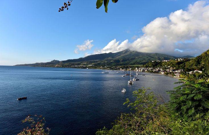 Vue de la montagne Pelée depuis Saint-Pierre. Difficile de dire si les déportés acadiens ont été aussi émerveillés à leur arrivée que le sont aujourd'hui les touristes. #Martinique