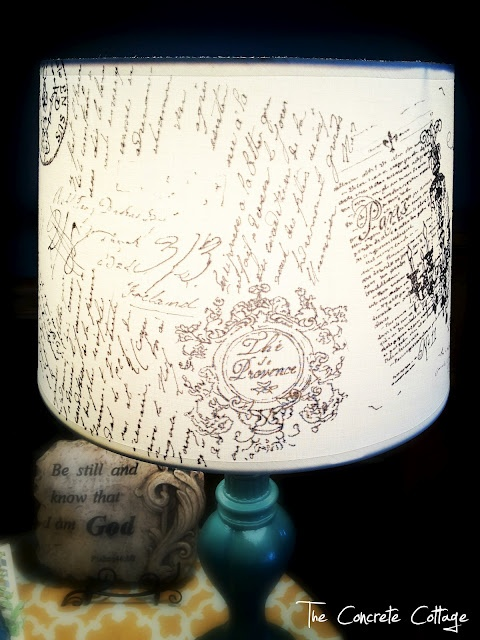DIY French Script Lamp Shade @Rhi Love, this should go in your room!