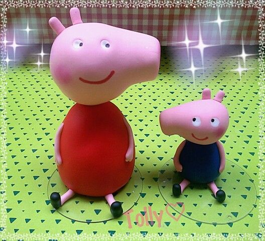 #caketopper #peppapig e #george in #porcellanafredda by #tollykawaiiaccessories #taranto #torta #gadget #fattoamano in #porcellanafredda #pastadimais #biscuit #porcelanafria #handmade #doll #disney #cartoon #compleanno #bimba #statuetta
