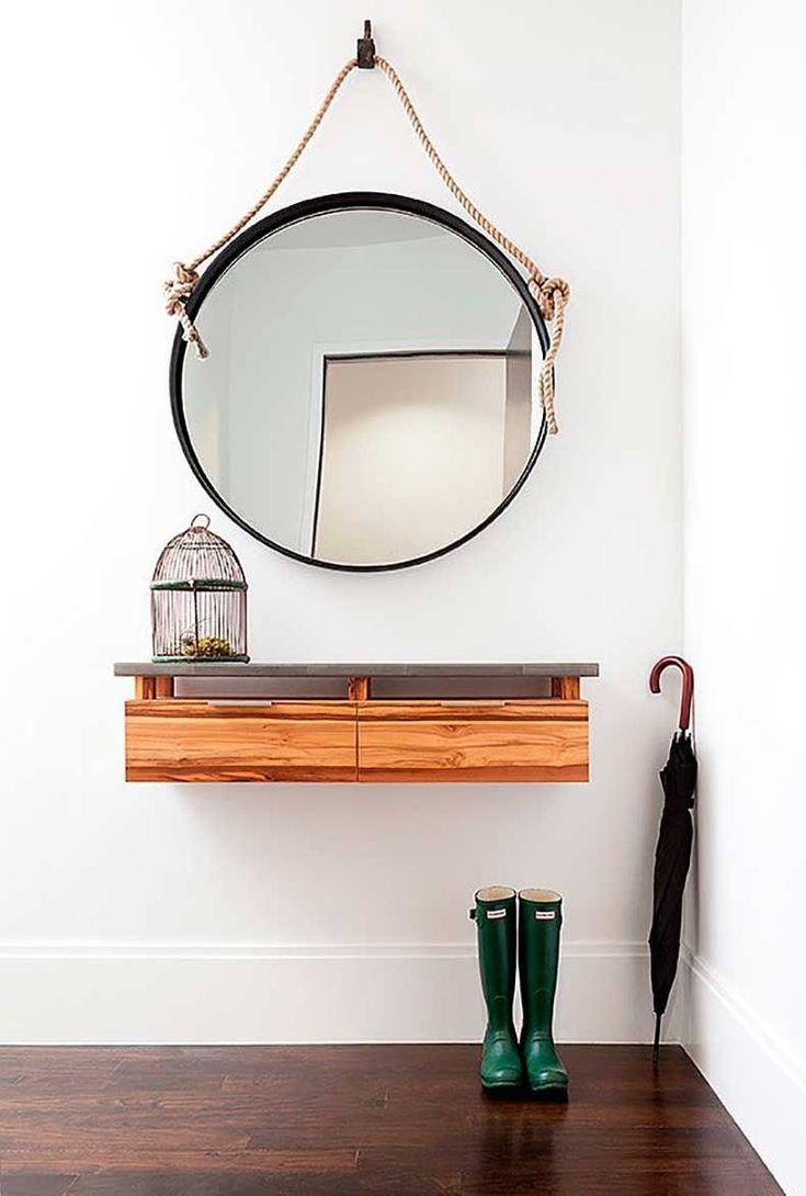 Выбираем зеркало в прихожую (57 фото) - незаменимый атрибут обстановки http://happymodern.ru/vybiraem-zerkalo-v-prixozhuyu-57-foto-nezamenimyj-atribut-obstanovki/ Настенное зеркало, подвешенное на веревке