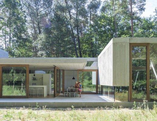Betonwoning met een intense relatie tussen de natuur en het interieur. #beton…