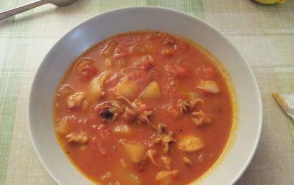 Zuppa di seppie e patate alla paprika - Prova la zuppa di seppie e patate al pomodoro per i primi piatti da servire nel menu di San Valentino.