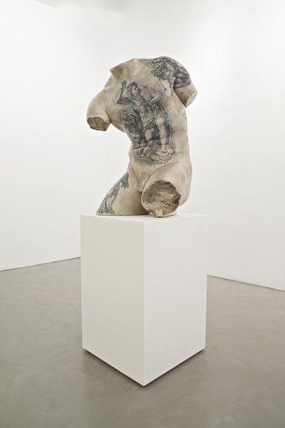 Fabio Viale - Kouros, 2015, marmo bianco e pigmenti, cm 88X50X55, courtesy Galleria Poggiali e Forconi - Contemporary sacred art | CoSA