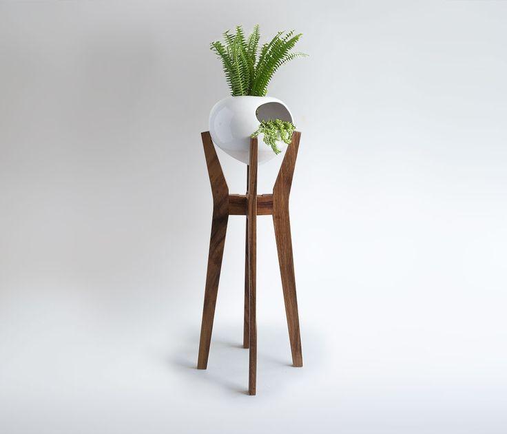 Ya tenemos macetas con pedestal muy originales, ve mas en: http://www.gaiadesign.com.mx/maceta-tula-con-pedestal-chica-blanca.html