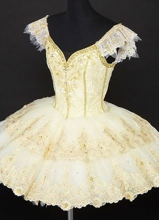 Japanese white and gold  ♥ Wonderful! www.thewonderfulworldofdance.com #ballet #dance