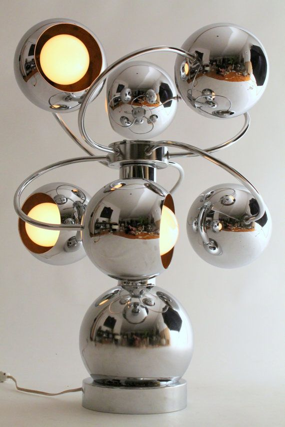 CHROMED SOLAR SYSTEM Stunning sculptural table lamp resembling vaguely our solar system in stop motion. The 6 chromed eyeball seems to be