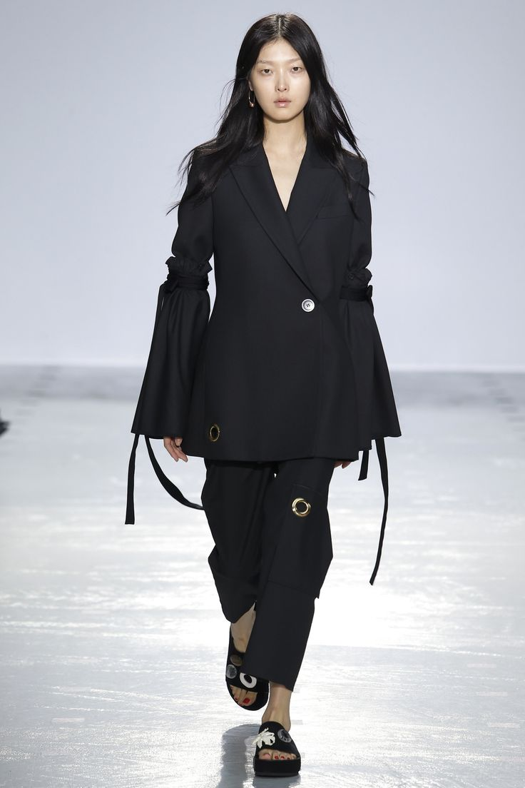 http://www.vogue.com/fashion-shows/spring-2016-ready-to-wear/ellery/slideshow/collection