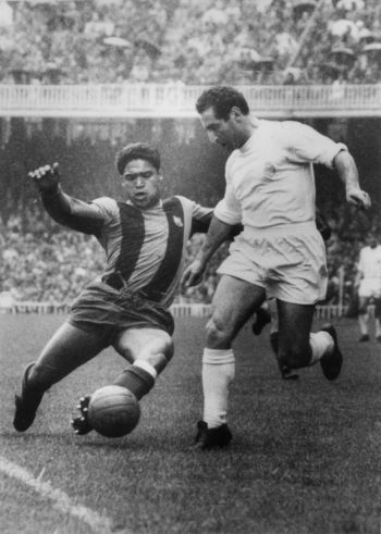 """Julio César Benítez (FC Barcelona, 1961-1968, 123 apps, 10 goals) tackles Francisco """"Paco"""" Gento (Real Madrid CF, 1953–1971, 428 apps, 128 goals). With his arrival, the club not only received a great right-back, but he found the solution to a problem which had long, one stop solution for Paco Gento, tormenting Barcelona for years. Benítez was appreciated for his physical strength, technique with the ball and powerful shot. Mastering Benitez on Gento was almost-full within 6 seasons he played…"""