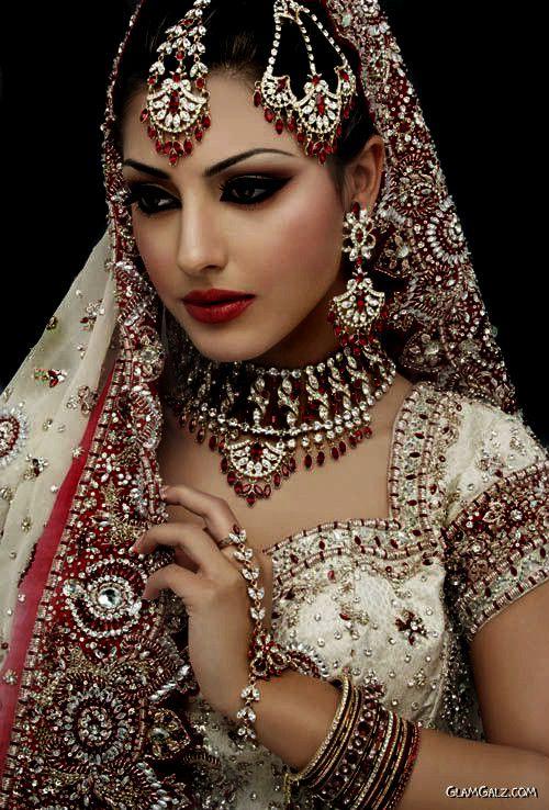 hindu bride; Serran royal fashion