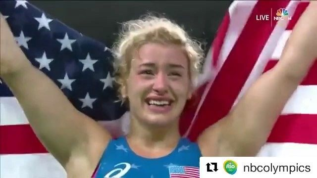 Ladies and gentlemen, @helen_maroulis! She is the first female olympic gold medalist in wrestling for @teamusa in history. She did that by defeating 3X defending champion Saori Yoshida, this Thursday at @rio2016, in the 53kg freestyle final. Wow!!! #wrestling #rio2016 #olympics2016 #olympics #teamusa #jiujitsumag #jiujitsu #takedown #usa #freestyle #champion #bjj #sports #competition #oss