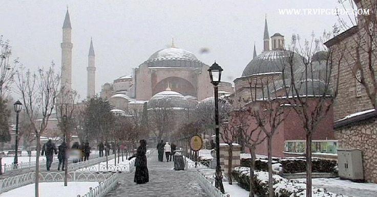 В Стамбуле уже второй день идут обильные снегопады. Множество рейсов самолётов в Стамбул отменены по погодным условиям. Для Стамбула снегопад снегопад в последние годы - необычное явление. В школах устроили каникулы. Гиды в Стамбуле http://trvipguide.com/guide-in-istanbul