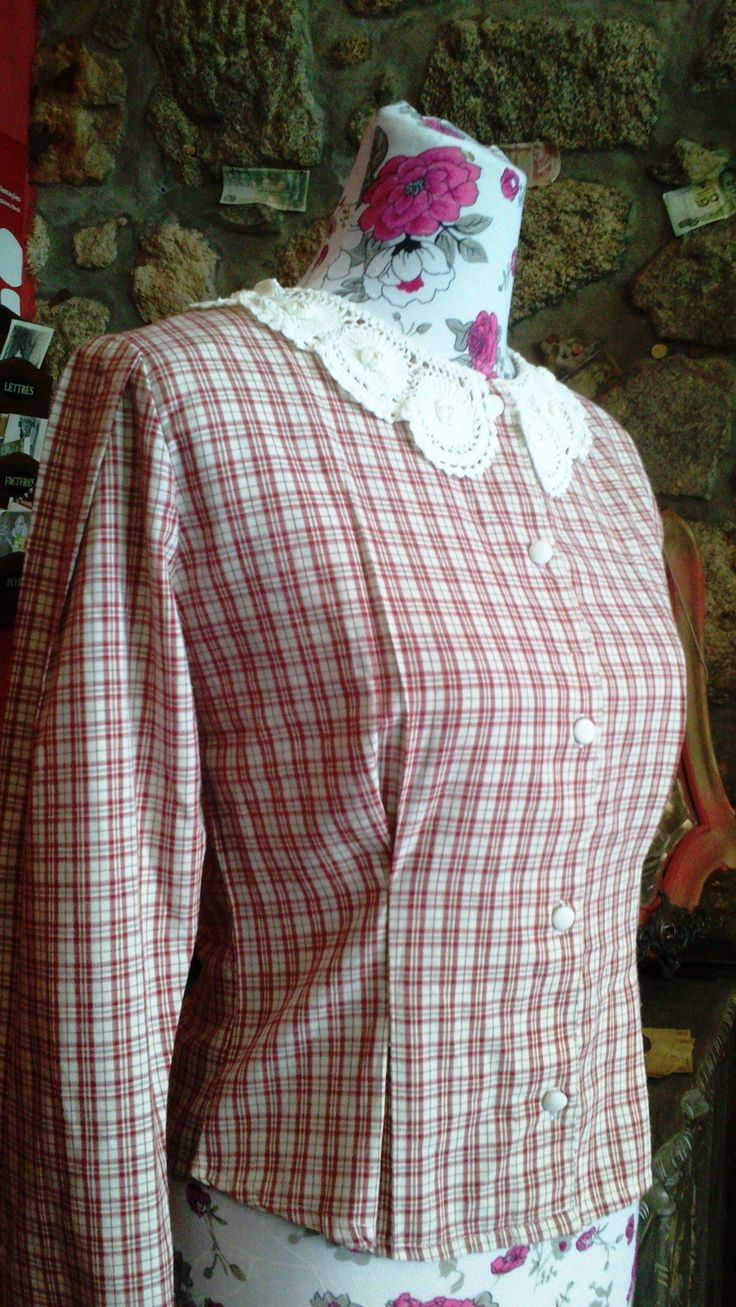 "Blusa Vintage via Baú das Marias   ""Vintage Store"". Click on the image to see more!"