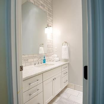marble brick tile backsplash transitional bathroom cloud8 - Schwarzweimosaikfliese Backsplash