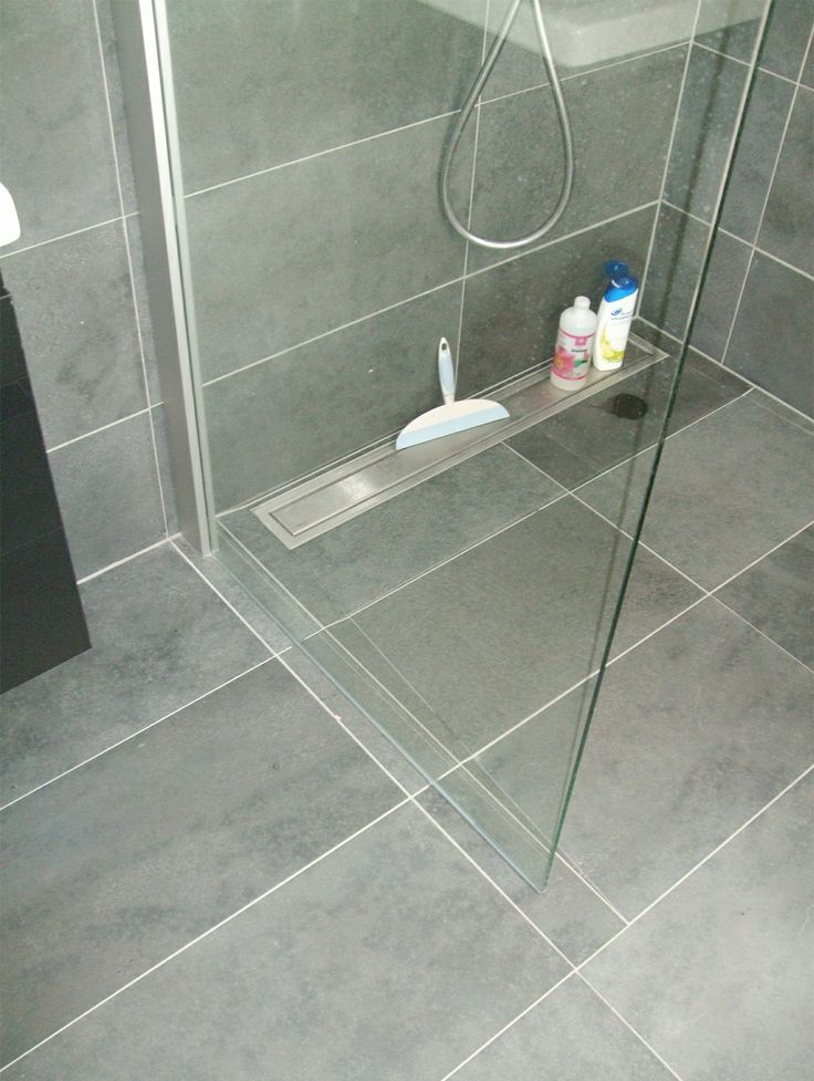 25 beste idee n over betegelde badkamers op pinterest badkameridee n douche ruimtes en houzz - Moderne betegelde vloer ...