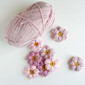 Fun crocheted Mollie Flowers!
