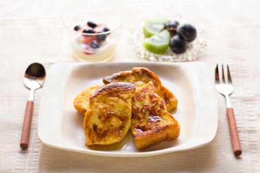 サクッフワッと美味しくクセになるフレンチトーストをグルテンフリーにしてしまえるというレシピが最近話題を集めています。 日本人なら誰もが食べたことある、栄養たっぷりのあの伝統食材がキーなんです。