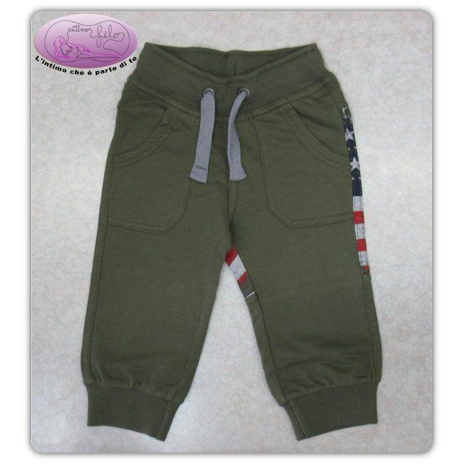 Pantalone lungo in cotone garzato con polsini sul fondo gamba e stampa posteriore della Bandiera Americana.