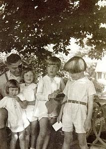 Claus von Stauffenberg and children